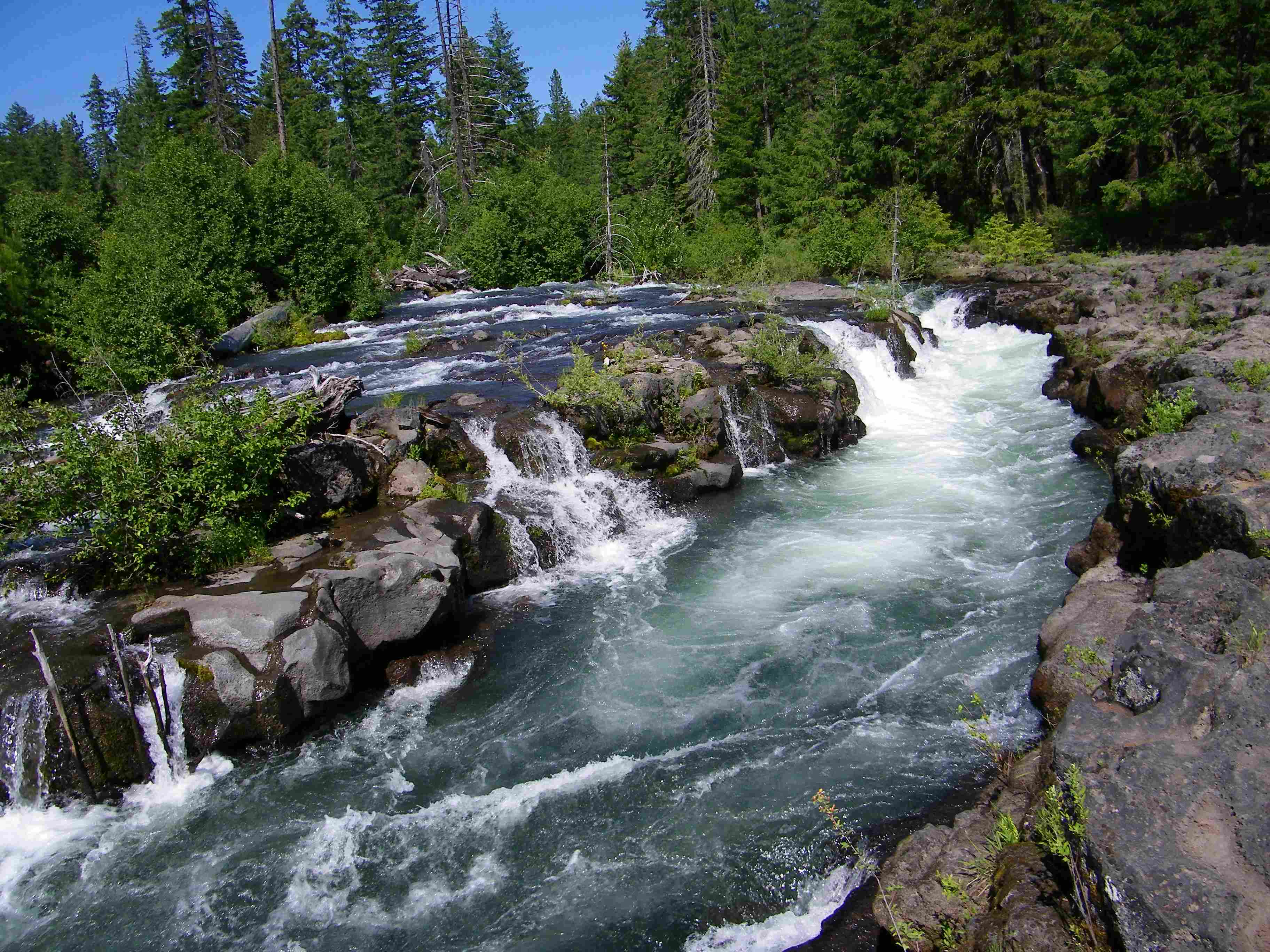 Oregon State Route 62 parallels the Rogue River while still north and